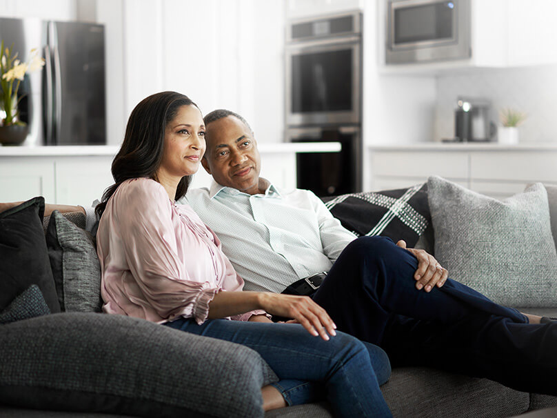 couple enjoyin comfortable home